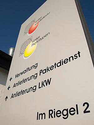 Keller Modellbau Firmenschild Au%C3%9Fen hoch 300x400